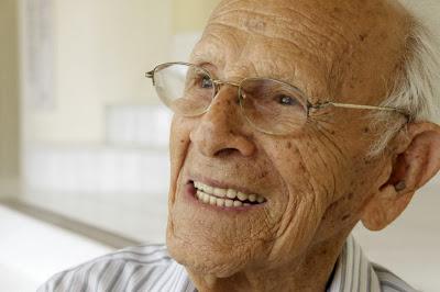 Pimentel : 102 anos de lucidez e história