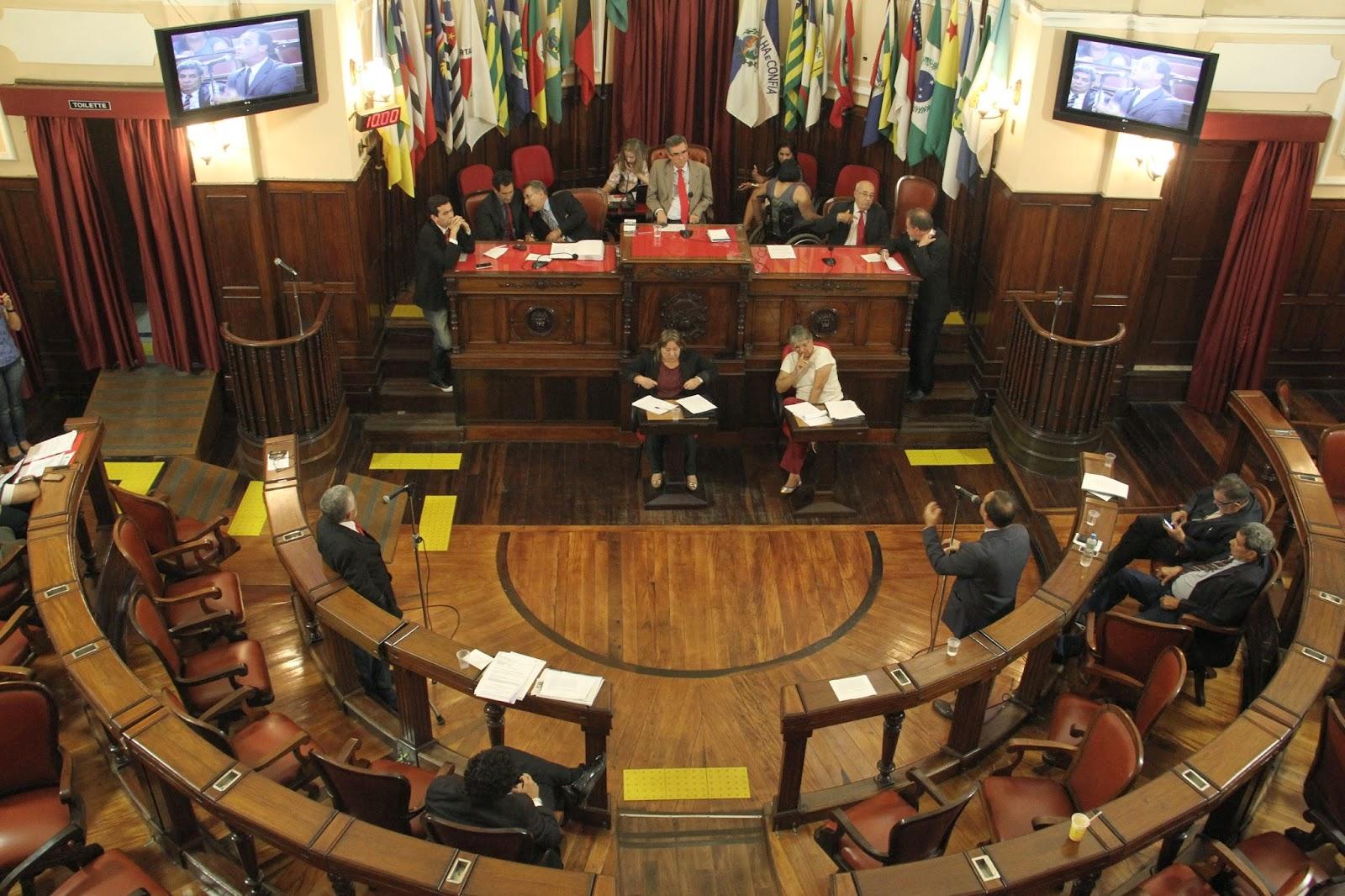 Câmara de Niterói aprova projeto  que reduz ISS da área da saúde