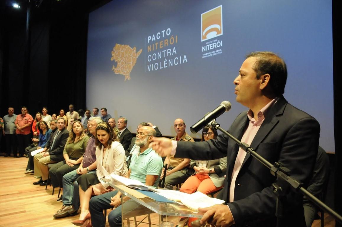 """Prefeitura faz balanço de um ano do """"Pacto Niterói contra violência"""" e anuncia novos projetos na área"""