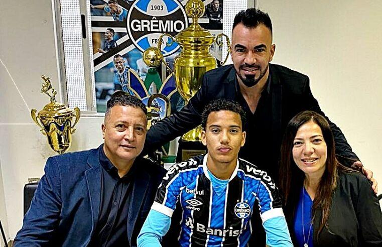 Talento do futebol de São Gonçalo assina com o Grêmio até 2022