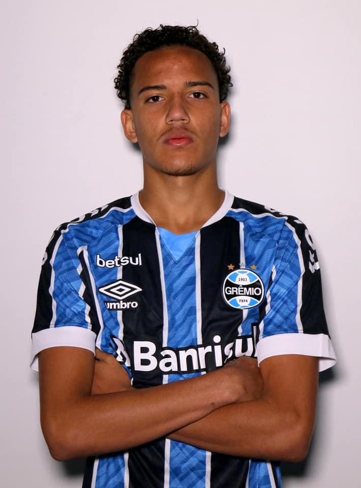 Jogador Gremio Foto Divulgacao Talento do futebol de São Gonçalo assina com o Grêmio até 2022