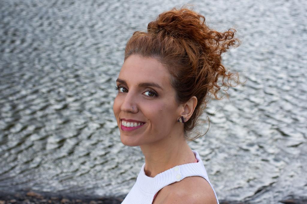 """Ana Luiza Franca credito da foto divulgacao Laura Franca2 Ana Luiza França lança seu primeiro livro """"No Ventre do Mundo"""""""