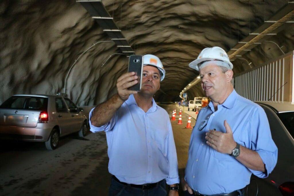 Axel e Rodrigo em vistoria na obra do tunel Axel Grael é eleito Prefeito de Niterói no primeiro turno