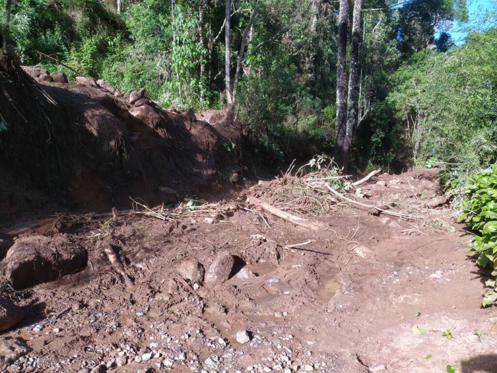 WhatsApp Image 2021 01 15 at 09.55.34 Estrada que dá acesso à Pedra da Macela, no município de Cunha (SP), é interrompida
