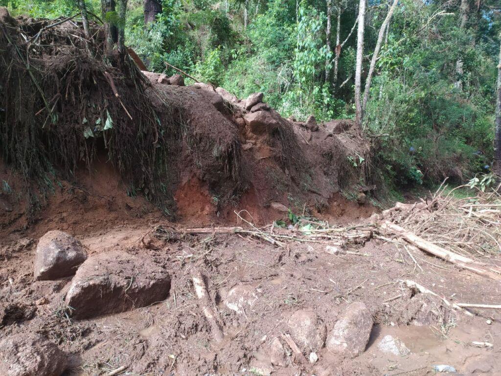 WhatsApp Image 2021 01 15 at 09.58.44 Estrada que dá acesso à Pedra da Macela, no município de Cunha (SP), é interrompida