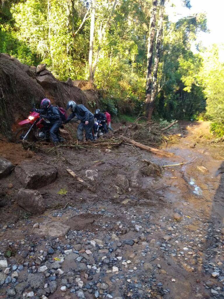 deslizamento estrada cunha paraty Estrada que dá acesso à Pedra da Macela, no município de Cunha (SP), é interrompida