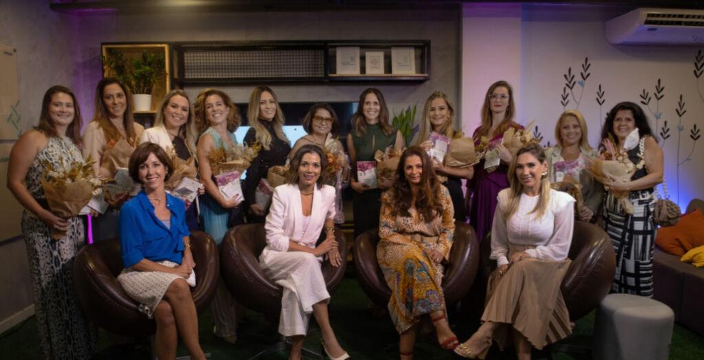 Foto Adriana Oliveira Livro retrata jornada empreendedora de 12 mulheres