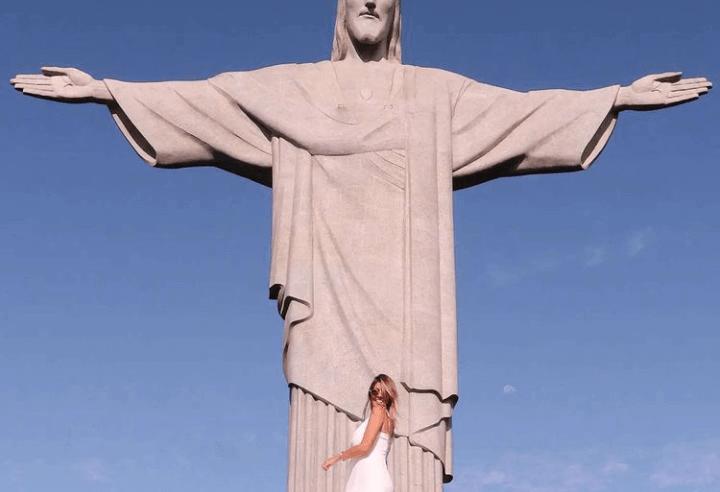 Ela é carioca, ela é carioca… e também curadora!